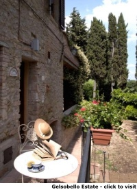 Click to visit the charming Gelsobello estate near the Tuscan hill towns